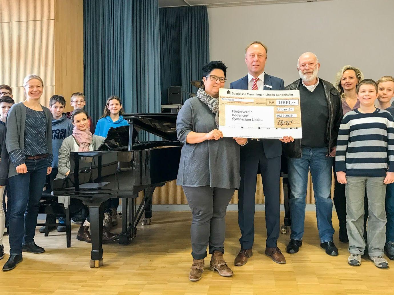 Bodensee-Gymnasium erhält Spende für ihren Steinway-Flügel