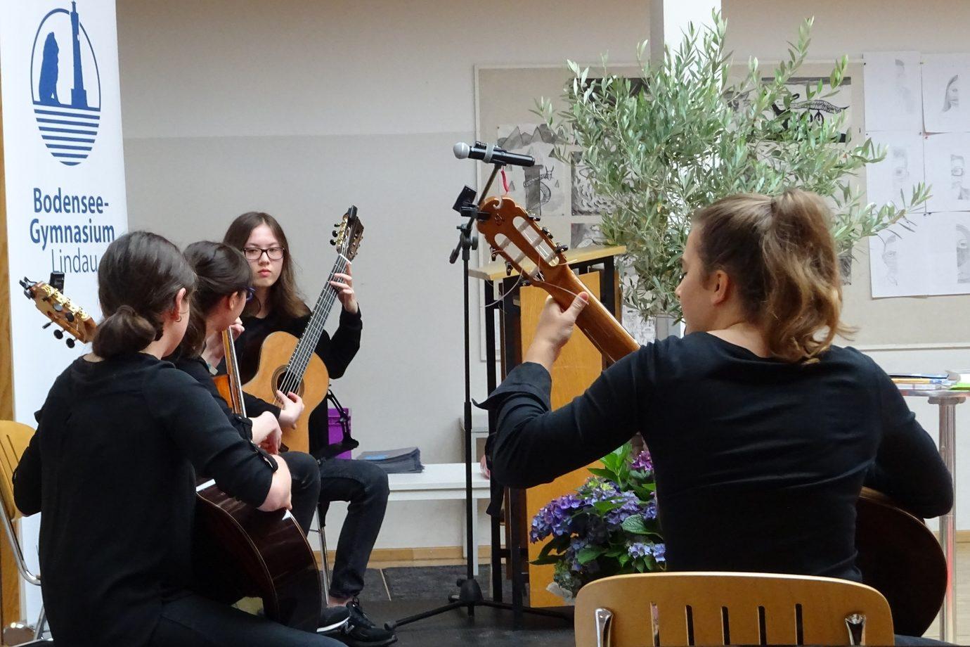 Gitarissimi: Cara Rupflin, Isabella Hansinger, Mia und Julia Egger
